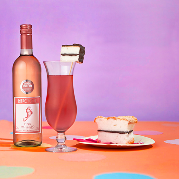 Barefoot pink moscato cake break cocktail for Drinks with pink moscato
